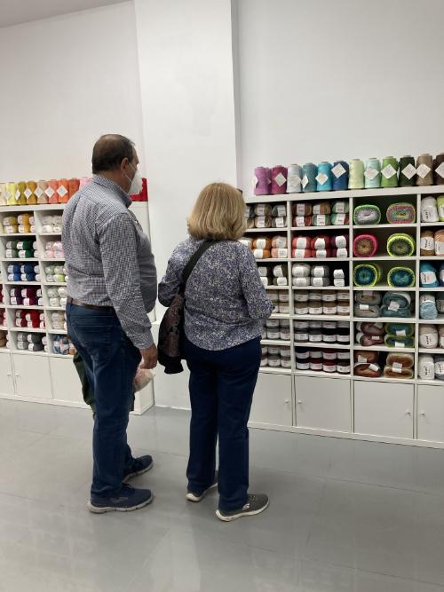Yarn shopping in Miss Kits Madrid